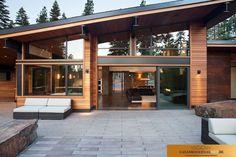Casa Moderna diseño techo inclinado con salida trasera. #casasminimalistasrusticas #casasrusticasmodernas