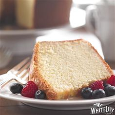 This recipe for Cream Cheese Pound Cake from White Lily® is the perfect potluck dessert! Just Desserts, Delicious Desserts, Dessert Recipes, Yummy Recipes, Bunt Cakes, Cupcake Cakes, Cupcakes, Caramel Apple Dump Cake, Cream Cheese Pound Cake