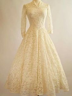 This is like my grandma's wedding dress. Vintage Cahill Wedding Dress Cahill by xtabayvintage Vestidos Vintage, Vintage Gowns, Vintage Outfits, Dress Vintage, Vintage Lace, Vintage Clothing, Tea Length Wedding Dress, Tea Length Dresses, Dress Wedding