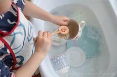 Ein kleiner Erdling, seine Eltern vom Mars und ihr Montessori-Weg Montessori, Practical Life, Dishwasher, Kids Room, Childhood, My Favorite Things, Children, Gifts, Horsehair