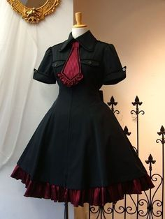 Could make an MCR inspired version Cosplay Dress, Cosplay Outfits, Edgy Outfits, Anime Outfits, Pretty Outfits, Pretty Dresses, Beautiful Dresses, Cute Outfits, Vampire Outfits