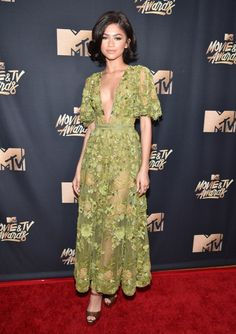 ClioMakeUp-MTV-Movie-Tv-Awards-prodotti-beauty-look-red-carpet-trucchi-star-celebrity-moda-outfit-46