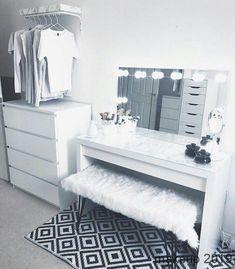 best makeup vanities & cases for stylish bedroom 9 Related Home Bedroom, Girls Bedroom, Bedroom Decor, Bedroom Ideas, Master Bedroom, Makeup Room Decor, Makeup Desk, Diy Makeup, Dream Rooms