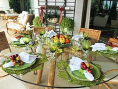 Blog da Andrea Rudge: ALMOÇO DE TRABALHO NA VARANDA Dining Table, Entertaining, Table Decorations, Blog, Home Decor, Tops, Flower Arrangements, Floral Arrangements, Balcony