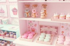 Macarons and donuts (by Carolina Tyran) on flickr