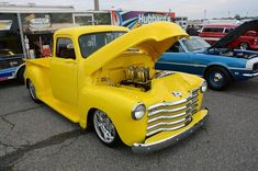 Classic Pickup Trucks, Chevy Pickup Trucks, Chevy Pickups, Old Trucks, Gold Class, Hot Rides, Cars Motorcycles, Cool Cars, Antique Cars