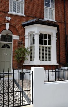 Plastered rendered front garden wall painted white metal wrought iron rail and gate victorian mosaic tile path in black and white scottish pebbles York stone balham london Victorian Front Garden, Victorian Front Doors, Victorian Terrace House, Victorian Homes, Terrace House Exterior, Victorian Hallway, Green Front Doors, Exterior Front Doors, Front Door Colors