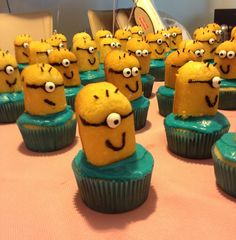 Minion cupcakes made out of Twinkies.