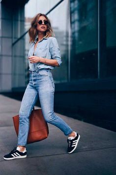 5 spring denim trends jeanius fashion, high waist jeans és a Look Jean, Denim Look, Denim Style, Jeans Trend, Denim Trends, Adidas Shoes, Adidas Nmd, Jeans Levis, Casual Styles