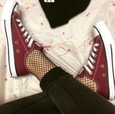 Pero veamos… ¿quién no ama un par de Converse? | 16 Maneras de usar medias de red y lucir estilosa