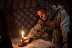 """Tom Payne in der Hauptrolle von dem Kinofilm """"Der Medicus"""""""
