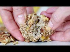 These healthy cookies are made with just three ingredients! Mashed ripe bananas, oatmeal and walnuts. OMG, these really ARE healthy! Ww Desserts, Weight Watchers Desserts, Healthy Desserts, Delicious Desserts, Dessert Recipes, Healthy Recipes, Healthy Brunch, Light Desserts, Healthy Foods
