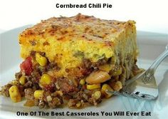 This Chili Cornbread Pie is one of if not the best casseroles that you will ever taste. It really is that good. So why not give it a try. Taco Pie, Tamale Pie, Chili And Cornbread, Mexican Cornbread, Chili Recipes, Meat Recipes, Mexican Food Recipes, Cinnamon Spice, Mets