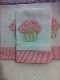 Applique Towels, Applique Cushions, Hand Applique, Applique Patterns, Applique Designs, Patch Quilt, Quilt Blocks, Colchas Quilting, Baby Sheets