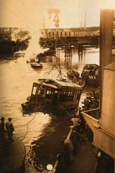 The tragedy of the Riachuelo, A tram fell into the river from the Bosch bridge, 56 people died. It was the worst tram accident in the city's history. Pope Francis, Light And Shadow, South America, Netherlands, River, Paris, History, Country, City