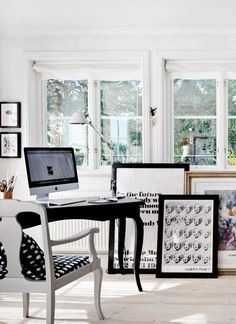Before summer passes us by, let's pretend like we're soaking up all it has to offer at this incredible Swedish cottage. Black And White Office, Black White, Swedish Cottage, Scandi Chic, Scandinavian Style Home, Swedish Design, Office Interior Design, Home Reno, Home Office