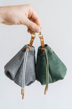Highly portable bag for treats and snacks made by hand of natural wool fabric with leather and cotton. Ideal for use on your daily walk or any adventures to the woods and mountains or global traveling.Applied functional inner lining for easily . Dog Treat Bag, Treat Bags, Pet Bag, Promenade Chien, Pet Transport, Cat Basket, Yorky, Knit Dog Sweater, Cat Bow Tie