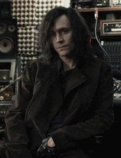 Tom Hiddleston (Only Lovers Left Alive) (gif).  don't know why I love this so much.