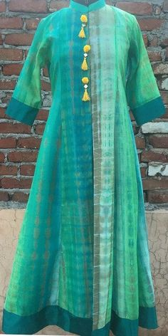 Our love for Long and Flowy Floor length Kurtis continues with the Haryali Basant Kurti . a floor Length front open Kalidaar Kurta with Pom Pom mirror ! Kurti Patterns, Dress Patterns, Sewing Patterns, Kurti Neck Designs, Blouse Designs, Indian Dresses, Indian Outfits, Floor Length Dresses, Indian Designer Wear