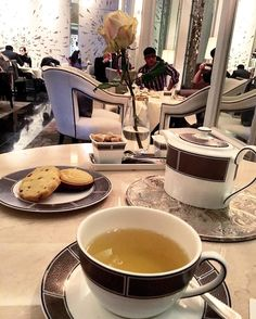 You'd be right in thinking this is how I've spent most of my holiday!  #teatime @langham_london #london #7yearslater #ilovetea #sorrynotsorry by beachesandbrownies