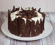 Čokoládový dort s Guinessem, krémem z bílé čokolády a karamelizovanými hruškami