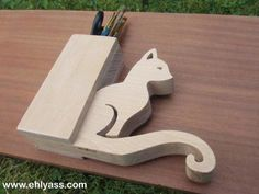 Pencil holder cat, hand made fretwork, french craft creation Ehlyass Easy Woodworking Projects, Wood Projects, Projects To Try, French Crafts, Wood Bed Design, Pot A Crayon, Pots, Wood Beds, Tiny House Plans