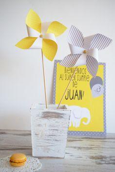 Molinetes de Papel Amarillo y Gris Imprimibles de por Domitilas