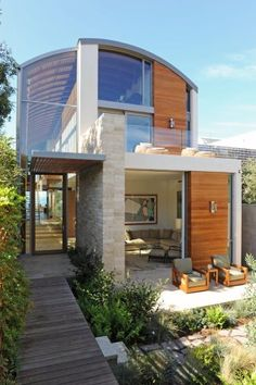 Beach House, Malibu I just love the architecture, PDXfabricdeli - Not sure if this is a green design, but it looks like you can do something similar using shipping containers. Architecture Design, Residential Architecture, Amazing Architecture, Contemporary Beach House, Modern House Design, Contemporary Design, Casas Containers, Exterior Design, Future House
