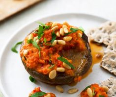 5:2 kuren: Tomatsauce på svampebund (181 kalorier) 5:2 kuren   Slankeklubben.dk Salmon Burgers, Baked Potato, Potatoes, Baking, Ethnic Recipes, Oakley Sunglasses, Potato, Bakken, Backen