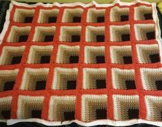 Crochet For Children: Rich Mitered Square Thow - Free PatternRich Mitered Square Throw - Free Pattern - I love the illusion these colors create.Anyone who discover this pattern for crochet throw will be absolutely shocked how is it possible to make t Crochet Afghans, Crochet Squares Afghan, Crochet Quilt, Granny Square Crochet Pattern, Afghan Crochet Patterns, Crochet Granny, Knitting Patterns, Blanket Crochet, Granny Square Häkelanleitung