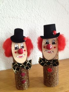 Holzdeko baumstamm clown von doreen 39 s bastelstube auf for Karneval dekoration