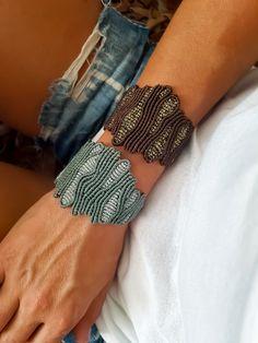 Coral macrame bracelets Macrame Bracelet Tutorial, Crochet Bracelet, Macrame Necklace, Macrame Jewelry, Macrame Bracelets, Diy Jewelry, Jewelry Knots, Bracelet Knots, Bracelet Crafts