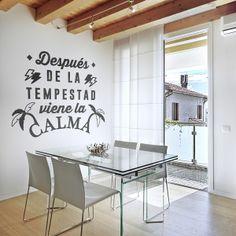 Seguimos ampliando nuestra colección de vinilos de textos, esta vez están escritos en castellanos y se componen de frases motivadoras, simpáticas y divertidas que harán que tus paredes cobren sentido, más info en http://www.papelpintadoonline.com/es/279-vinilos-decorativos-textos