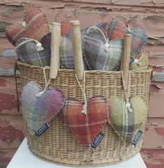 Tweed Hearts scented with lavender - perfect for Mother's Day! Lavender Bags, Lavender Sachets, Lavender Crafts, Craft Projects, Sewing Projects, Craft Stalls, Fabric Hearts, Boyfriend Crafts, Heart Crafts