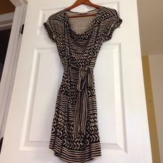 Black Friday Sale Loft tribal print dress Super soft and comfy dress. Stretchy. Like new condition. 91%rayon 9%spandex. I'm 5'5 and comes to my knee LOFT Dresses Midi