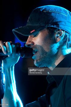 November 10, 2012 ENRIQUE IGLESIAS Performs At Buoniconti Fund To Cure Paralysis.