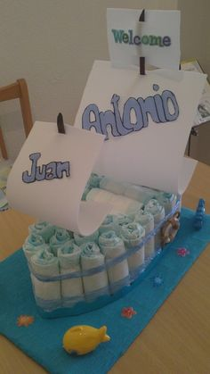 Tartas de pañales - Barco de pañales - hecho a mano por Gloriayruth en DaWanda Baby Shower Souvenirs, Baby Shower Items, Boy Baby Shower Themes, Baby Shower Diapers, Baby Shower Fun, Baby Shower Parties, Baby Shower Gifts, Baby Gifts, Pamper Cake