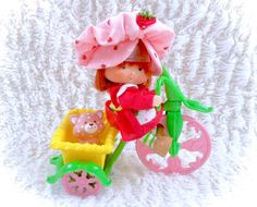 A stunning fully complete strawberry shortcake doll that still has some original plastic on her head to hold her hat in place, as well as her matching custard the cat doll AND her beautiful tricycle. It doesnt get better than this! A stunning display worthy piece, fully complete and gorgeous! Please see all pictures up close for a thorough representation of the item! I have TONS more cute vintage items for sale in my Etsy shop - check it out for SUPER CHEAP combined shipping discounts. ;) I…