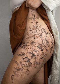 Side Body Tattoos, Side Thigh Tattoos Women, Thigh Piece Tattoos, Flower Hip Tattoos, Rib Tattoos For Women, Floral Thigh Tattoos, Simplistic Tattoos, Feminine Tattoos, Girly Tattoos
