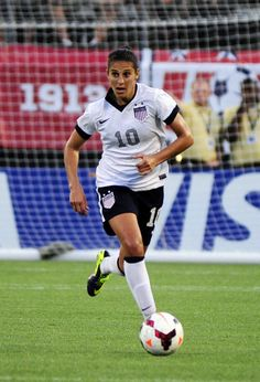 She did the hat trick in the World Cup! Soccer Girls, Women's Football, Football Girls, Play Soccer, Rush Soccer, Fifa Games, Female Soccer Players, Carli Lloyd, Soccer Inspiration