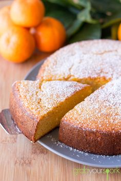 This homemade clementine cake recipe is dense, moist and flavorful on is own and perfect for these cool months with a cup of tea! See how to make it!