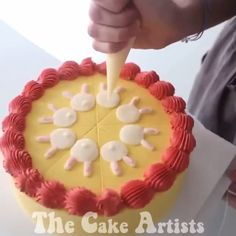 "The best cake decorating ideas 😋😍😍 . We have collection of stunningly beautiful cake decorating to help inspire your baking passions and delight to the guest of honor. Take a look at the gallery board ""Cake decorating videos"" 863987509748612916 Cake Decorating Frosting, Cake Decorating Classes, Easy Cake Decorating, Cake Decorating Techniques, Cake Decorating Tutorials, Decorating Ideas, Birthday Cake Decorating, Köstliche Desserts, Delicious Desserts"