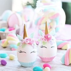 Mommo design easter eggs these 11 easter egg decorating ideas are so creative you might just want to keep them on display all spring Plastic Easter Eggs, Easter Projects, Easter Crafts For Kids, Easter Decor, Easter Puzzles, Easter Activities For Kids, Ostern Party, Diy Ostern, Unicorn Egg