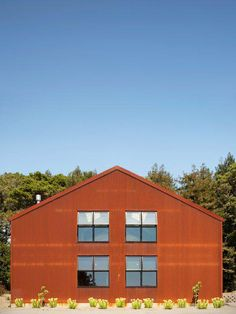 Aptos Retreat by CCS Architecture. Corten steel clad barn in San Francisco. Barn Storage, Black Barn, Metal Siding, Corten Steel, Red Barns, Metal Buildings, Cabins In The Woods, Steel Frame, House Tours