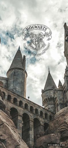 Hogwarts castle wallpaper - Harry Potter World 2020 Harry Potter Drawings, Harry Potter Tumblr, Harry Potter Pictures, Harry Potter Universal, Harry Potter Fandom, Harry Potter World, Harry Potter Hogwarts, Harry Potter Memes, Harry Potter Lock Screen