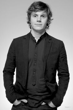 Evan Peters…seriously…so cute. Probably the only reason I can keep watching American Horror Story no matter how freaked out I am.