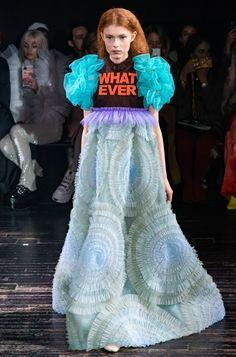 Viktor & Rolf Spring 2019 Couture Fashion Show Collection: See the complete Viktor & Rolf Spring 2019 Couture collection. Look 15 Couture Week, Couture Mode, Spring Couture, Couture Fashion, Runway Fashion, Trendy Fashion, Spring Fashion, Women's Fashion, Fashion Trends