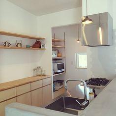 女性で、4LDKの北欧/照明/タイル/フタガミ/モルタルキッチン/キッチン…などについてのインテリア実例を紹介。「我が家のキッチンです♡」(この写真は 2016-07-11 13:40:17 に共有されました) Kitchen Rack, Kitchen Sets, Kitchen Storage, Kitchen Dining, Kitchen Cabinets, Japanese Kitchen, Kitchen Interior, Home Kitchens, Architecture
