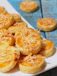 resep kastengels ncc Indonesian Cookies Recipe, Traditional Cakes, Asian Desserts, Cookie Recipes, Snack Recipes, Cookie Desserts, No Bake Desserts, Indonesian Food, Indonesian Recipes