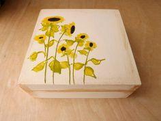 Wood small box with Sunflowers, hand-painted custom floral box, wooden keepsake jewelry treasure box Sunflower, wood trinket flowers box Decorative Wooden Boxes, Painted Wooden Boxes, Wooden Chest, Wood Boxes, Hand Painted, Wooden Keepsake Box, Keepsake Boxes, Red Poppies, Sunflowers